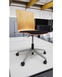Bureaustoel, schoolstoel, Viasit, hout met zwarte gestoffeerde zitting