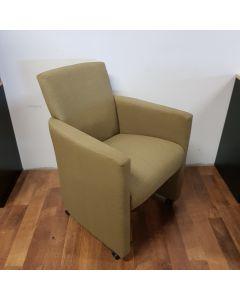 Fauteuil, eetkamer fauteuil, groene stof op wieltjes