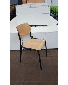 Schoolstoel, rug/zitting van hout, metaal blauw frame, stapelstoel