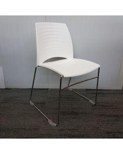 Vandersluis Braz kunststof stoel wit met draadframe verchroomd, stapelbaar